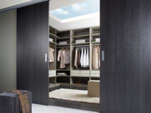 15. Dressing dissimulé bois noir