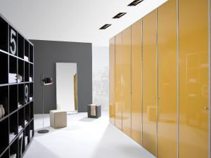 10. Bibliothèque et pan de mur en vis-à-vis