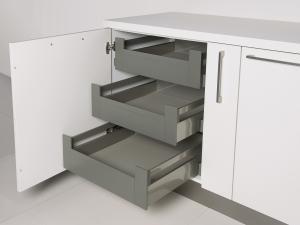 13. tiroirs escamotables intérieurs
